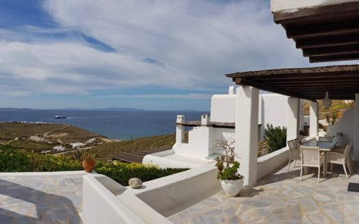 Property to invest in Mykonos: cosy apartment for sale in Houlakia